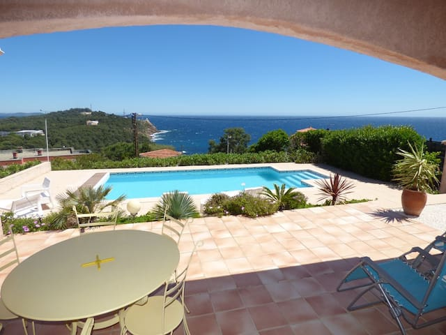 Full sea view, Any comfort, Swimming pool, terrace of 150 m ², Cover pool, WIFI...