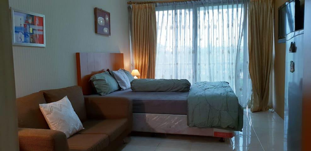 Cozy Studio Apartment at Galeri Ciumbuleuit