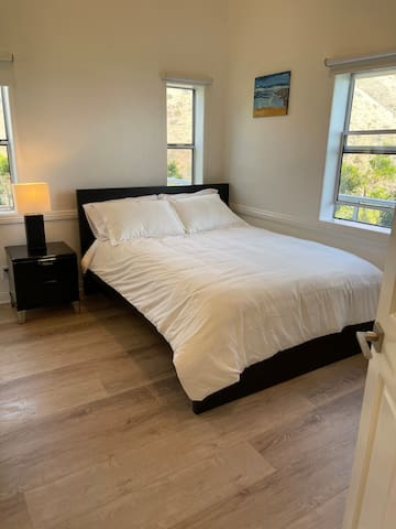 Bedroom 3 -Gorgeous Ocean view of the Point Dume coast line - Queen Bed