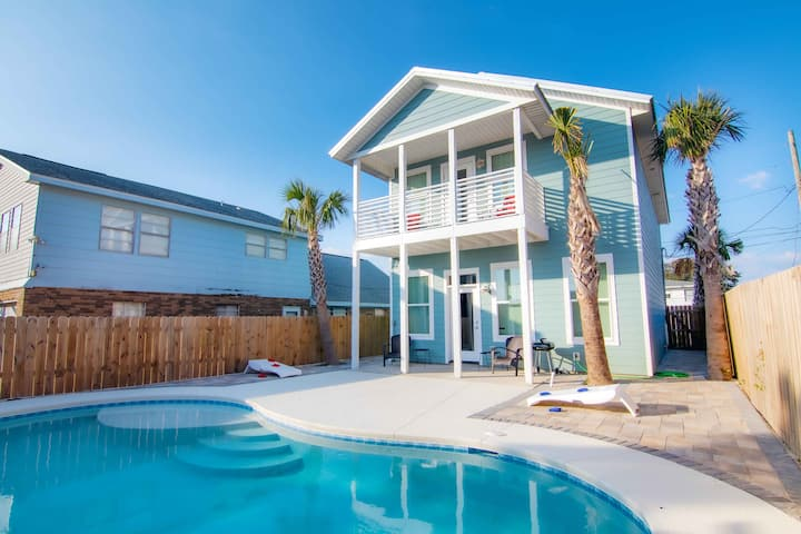 3919 Ocean View Drive-4 Bd Private House, Blocks From The Beach! Private Pool!