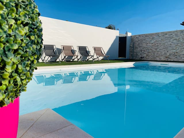 Holiday in Arles:Appartement privé-piscine commune