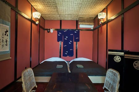 Easy access to Naoshima:Japanese red room