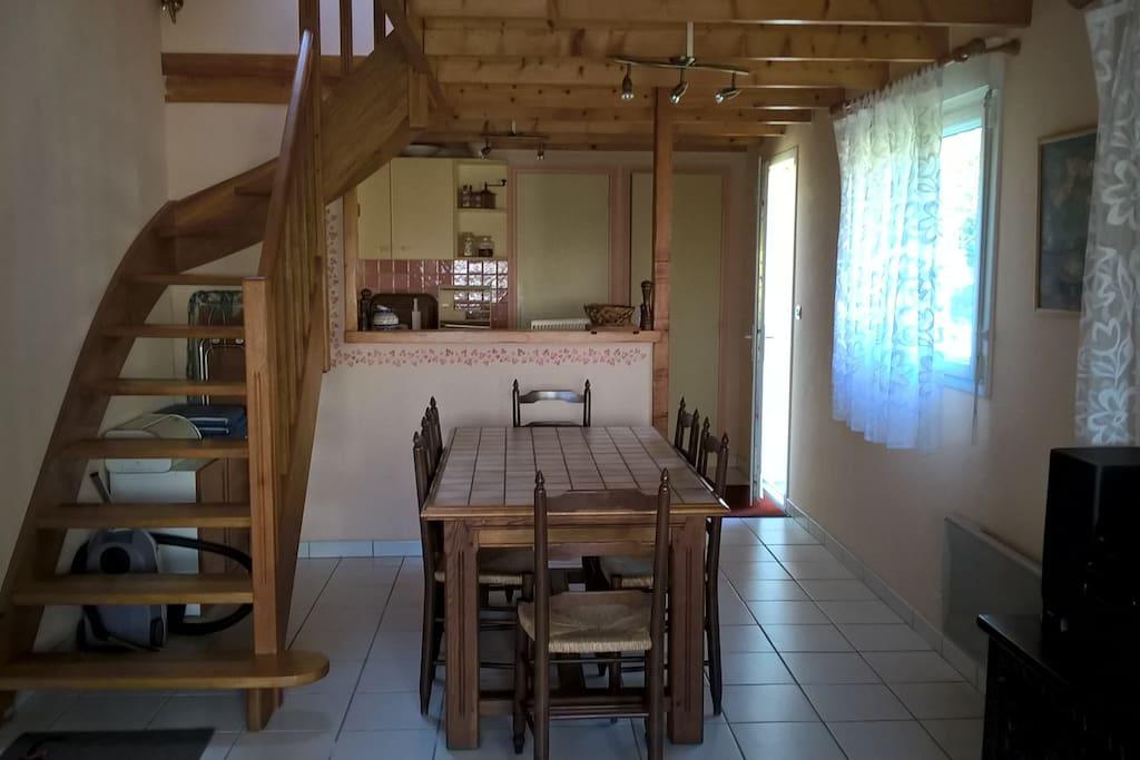 Vue de la salle à manger/salon/cuisien