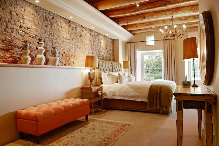 La Clé Village - Courtyard Room at Grange