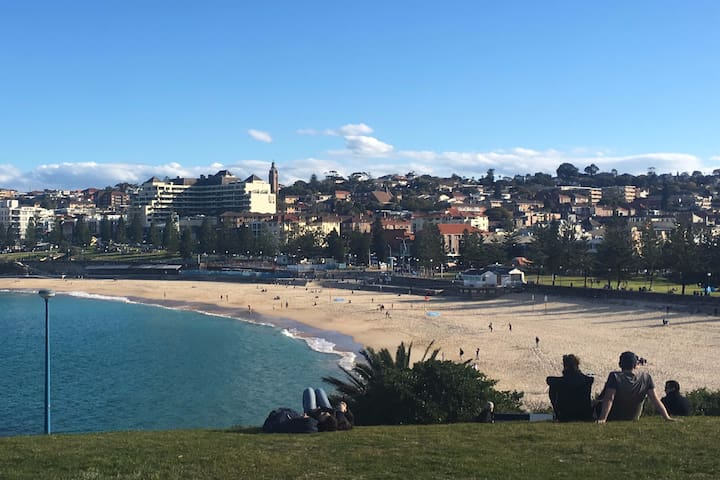 Coogee— spacious 1 bedroom home close to the beach