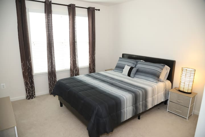 Modern and Super Clean Room in Clarksburg, MD - 2