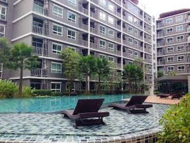 ห้องพักสะดวก ปลอดภัย มีฟิตเนต สระ - เมือง - Apartment