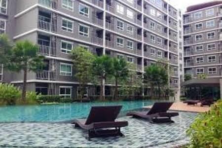 ห้องพักสะดวก ปลอดภัย มีฟิตเนต สระ - เมือง - Apartamento