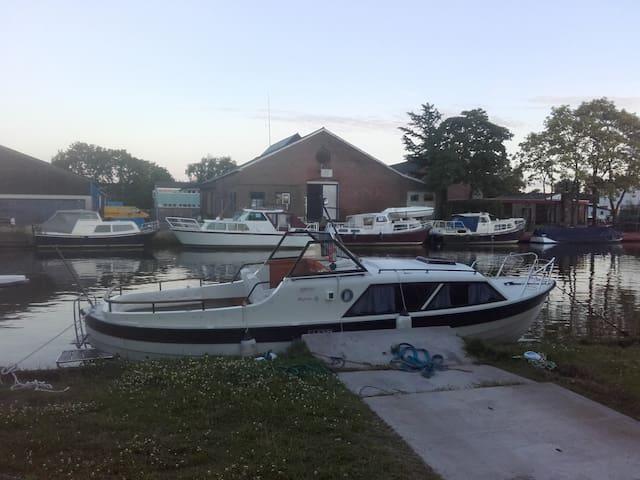 Prachtige Kajuitboot in Sneek, 2 tot 4 personen!