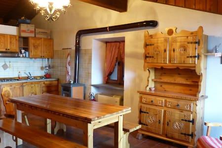 Casa in montagna con vista su Aosta - Wohnung