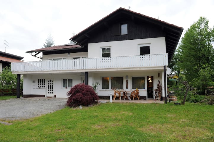 Country home with gorgeous views - Gornje Ložine - Casa