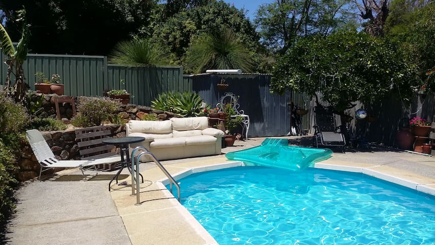 Relax by the pool! - Melville - House