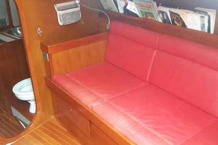 Belle cabine dans un voilier - Papeete
