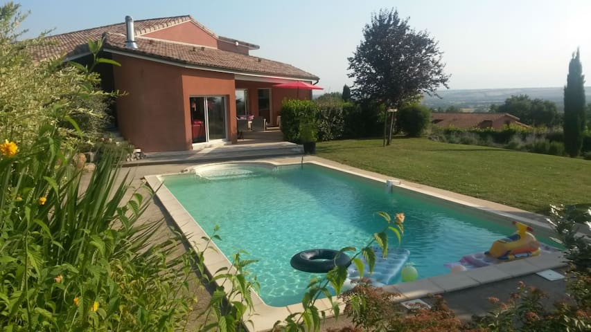 Chambre privée 20m² dans Villa avec piscine.