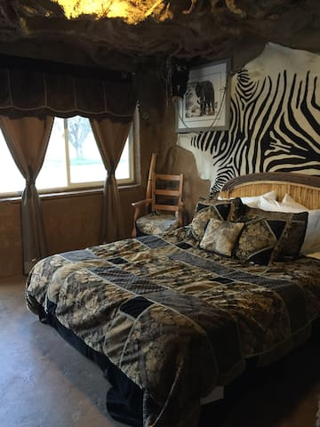 Zion & Bryce Adventure Cave Theme - Orderville - Bed & Breakfast