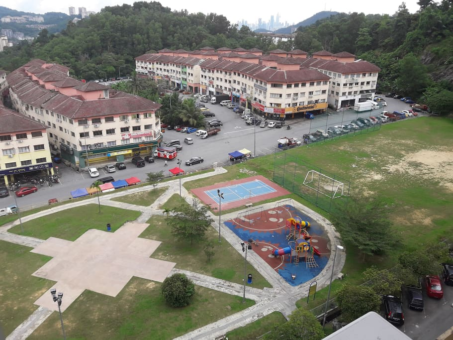 Nearby to playground, supermarkets, 7Eleven, bank,atm machines, restaurants,  dry cleaning shops. 99 speedmart, mamak restaurant, ikan bakar shop. Thai restaurant, Malay restaurant.