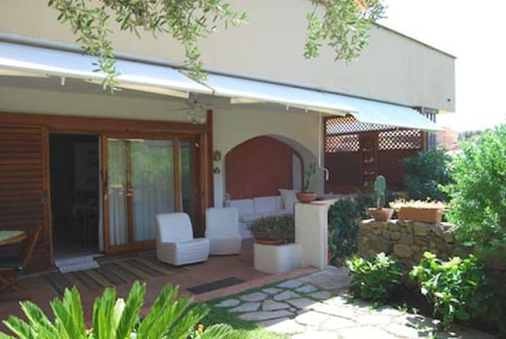 Lovely garden apartment in Costa Smeralda - ออลเบีย