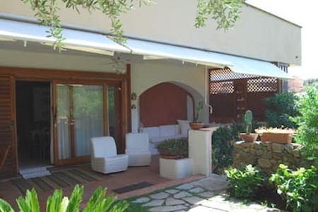Lovely garden apartment in Costa Smeralda - Olbia - Huoneisto
