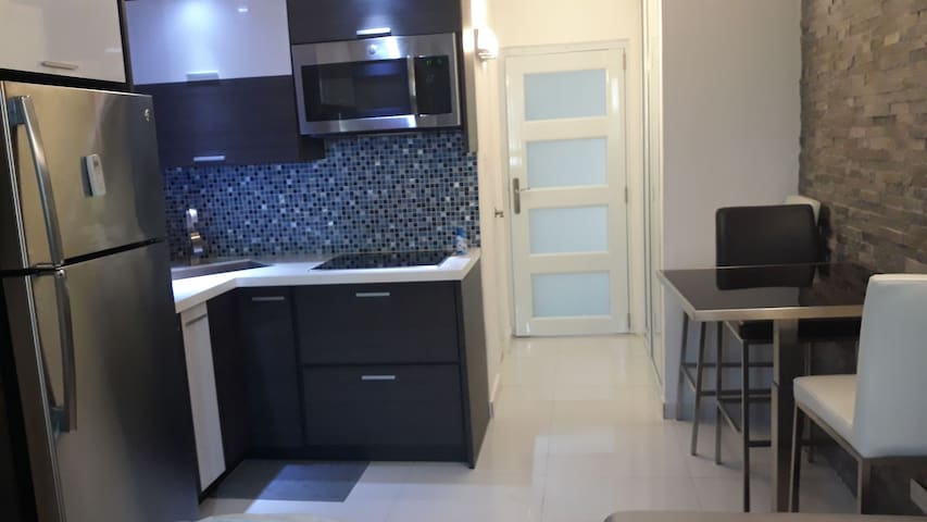 Renovated Studio between beach N Isla Verde Avenue