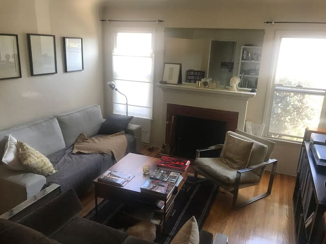Sunny West Side 2 Bdrm home- 20 min to Beach