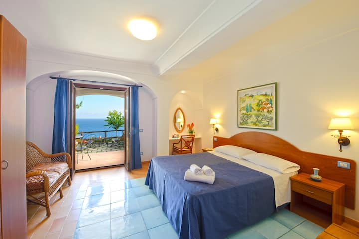 Maresca Hotel ~ Deluxe Room Patio Sea View BnB