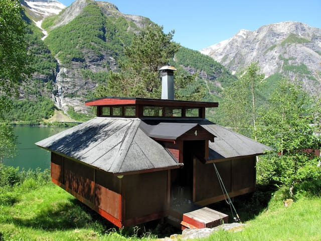 Fishing hut in Balestrand for 4 persons