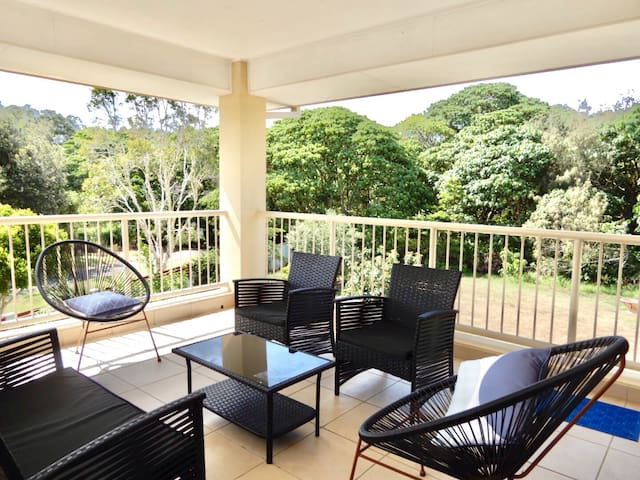 3 Bedrooms, Living Area & Balcony 1 min from Beach