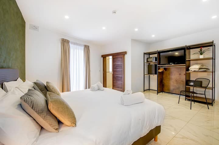 Double room + side sea view - Southwind guesthouse