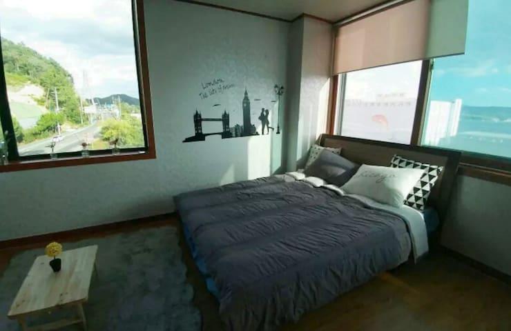 돌산대교가 보이는 아담한집~ - Bongsan-dong, Yeosu - Отпускное жилье