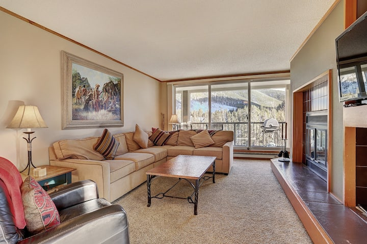 Charming, Oversized Two Bedroom, with Corner Views of the Snake River!