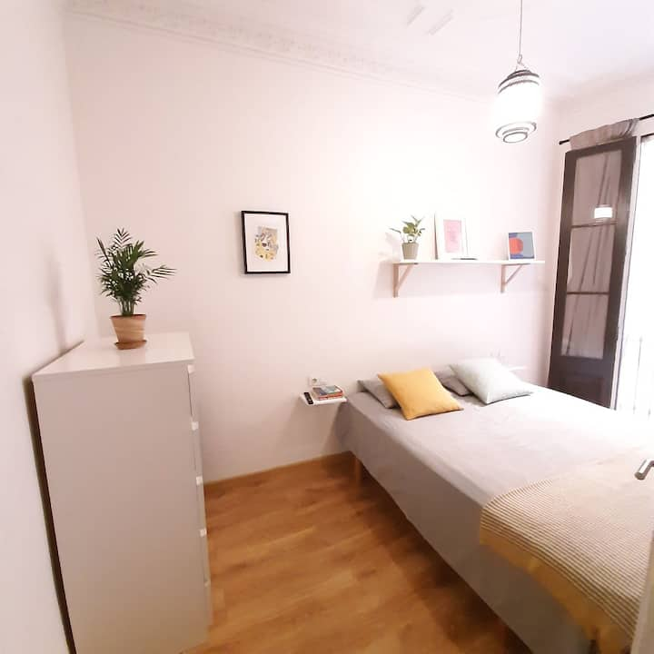 Spacious room in Born with smart TV/private toilet