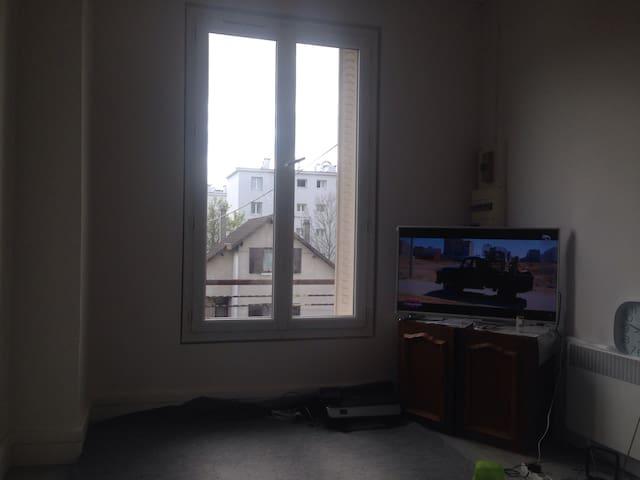 Beau f2 à partager avec l'habitant - L'Haÿ-les-Roses - Apartment