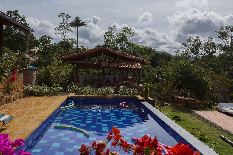 piscina salinizada y climatizada con energía solar