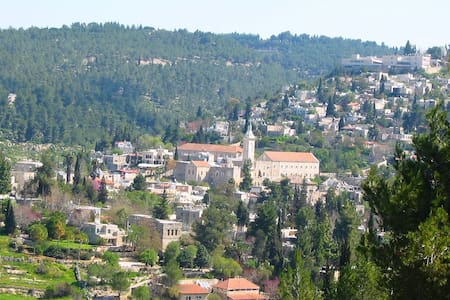 Spacious Apt, magical view, Ein karem jerusalem - Jeruzsálem