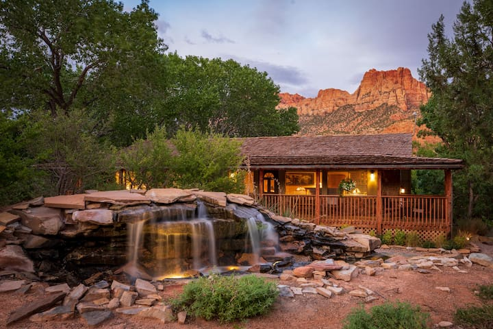 B&B Walking Distance to Town Shuttle for Zion National Park - King Suite
