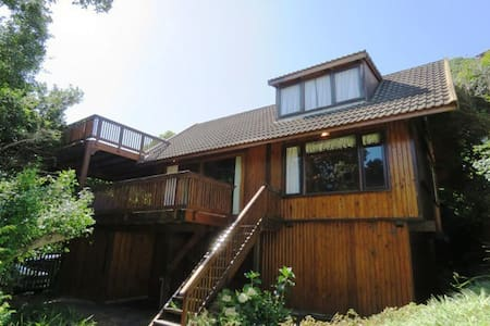 Charming forest beach log cabin - Keurboomstrand - House