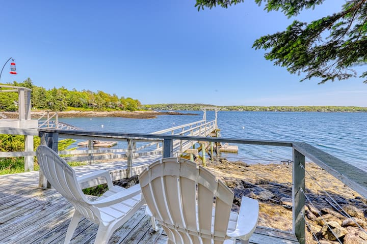 Charming oceanfront studio w/deck & dock in Linekin Bay Resort