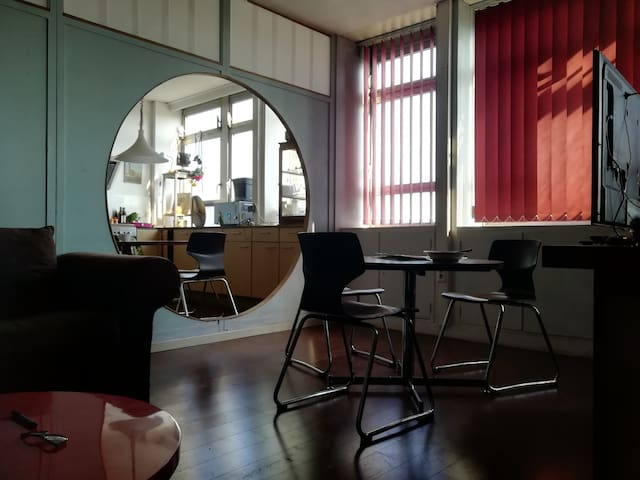 ROOM 402 - GHOSTEL (Providence - Charleroi Ouest)