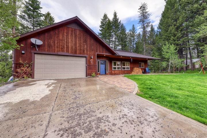 Modern cabin w/ wood stove - walk to town, golf & Payette Lake!