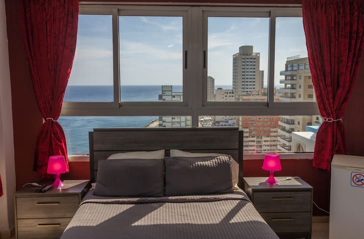 Apartment with views to the Havana Malecon.