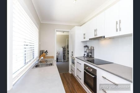 Beautiful home, Central Location - Apartment