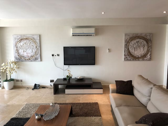 Cozy 3-Bed Apartment in airport residential area