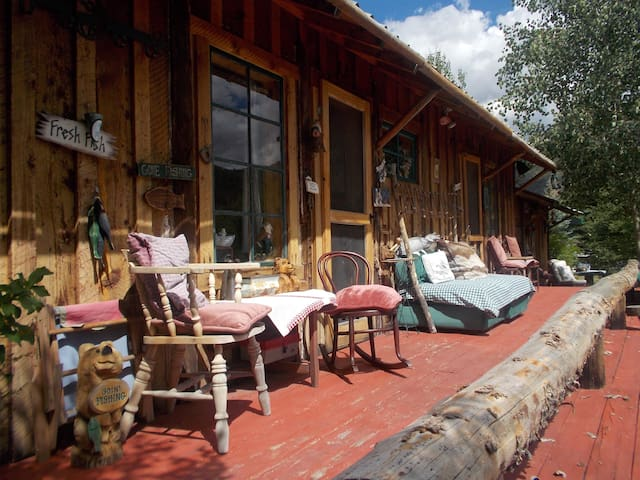 Private and Cozy Cabins on River. (Big Lost Ranch) - Mackay