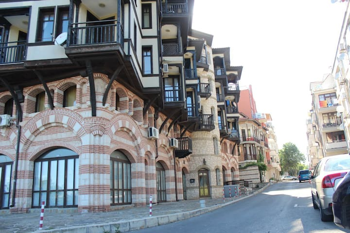 Double-room in a Beautiful building, near Old Town
