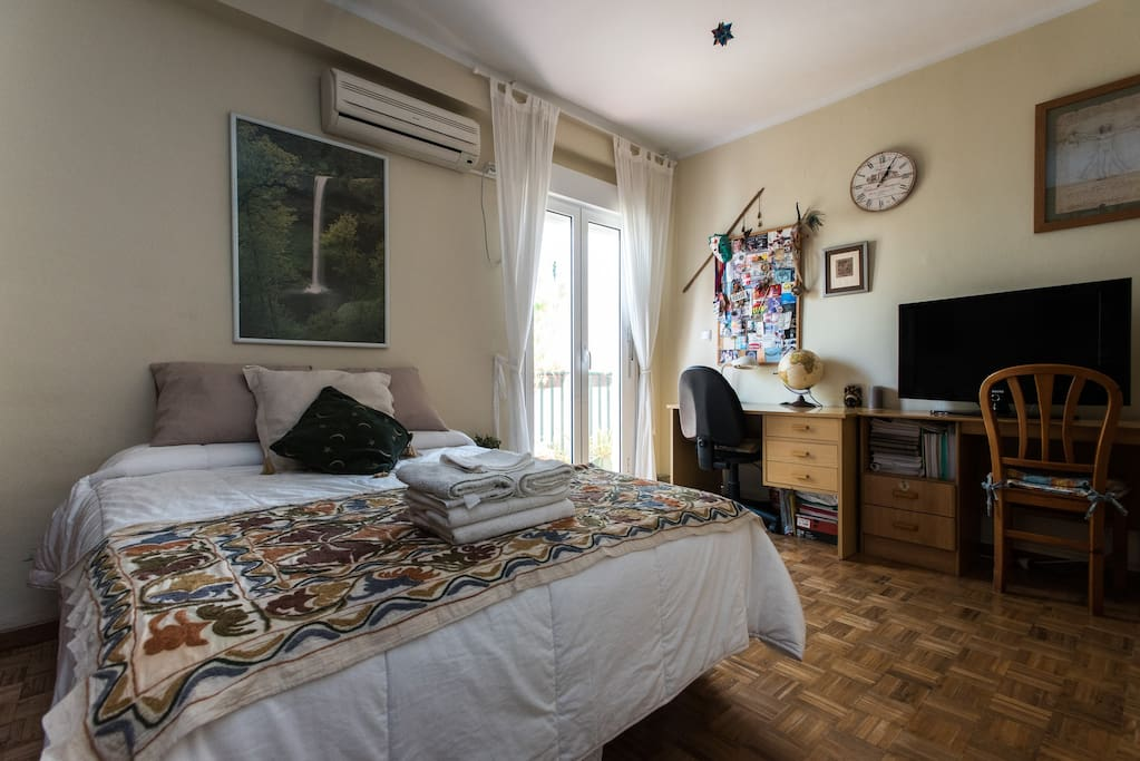 Fantastic room with tv wifi breakfast chambres d for Chambre d hote espagne