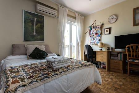 Fantastic room with TV, WIFI, breakfast... - Sevilla