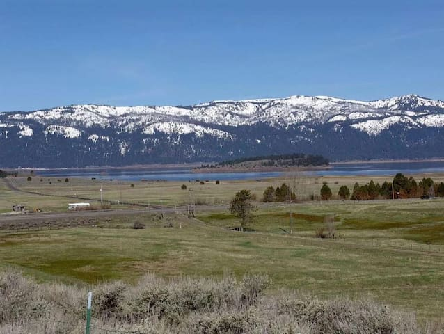 20 Acres of Beautiful Views, Ample Parking, Hot Tub, Overlooking Cascade Lake