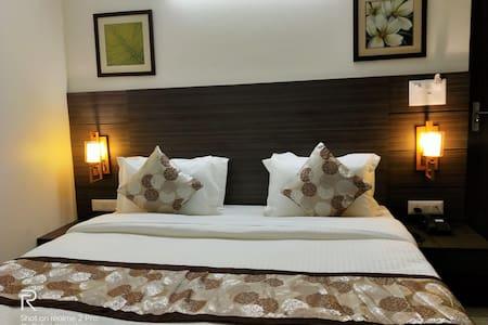 Hotel Sai Platinum Room
