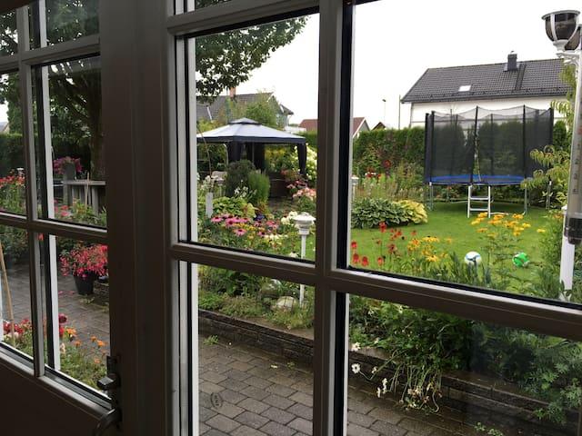 Fin utsikt til hagen vår