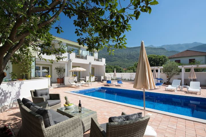 Aria apartments with pool in Budva (3)